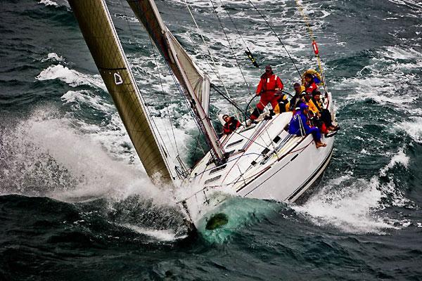 Manning and Symys Ltd's Beneteau First 44.7 Walawala from Hong Kong at sea ...